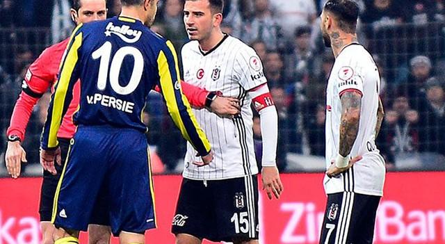 Vodafone Arena'da Van Persi ile Oğuzhan karşı karşıya geldi!