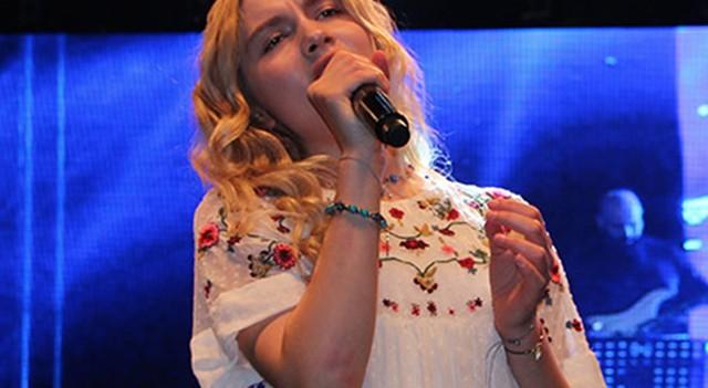 Aleyna Tilki, ilk kez halk konseri verdi!