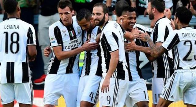 Şampiyonluğunu ilan eden Juventus tarihe geçti!