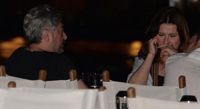 Deniz Seki'nin romantik akşam yemeği