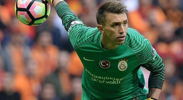 Galatasaray Fernando Muslera'nın sözleşmesini 3 yıl uzattı