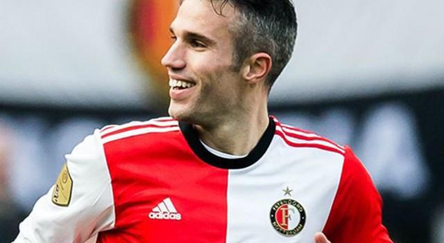F.Bahçe'nin eski yıldızı Robin van Persie ayın futbolcusu seçildi!
