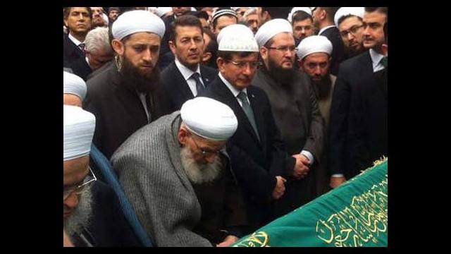 Başbakan Davutoğlu cenazeye katıldı