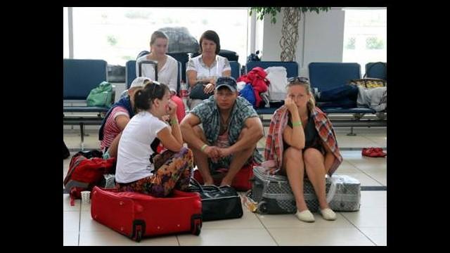 Rus turistler havalimanında mahsur kaldı