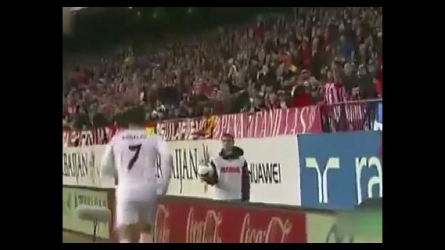 Ronaldo'ya kafa tutan top toplayıcı çocuk
