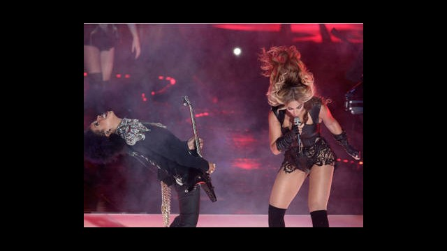 Super Bowl'da Beyonce Fırtınası Esti!