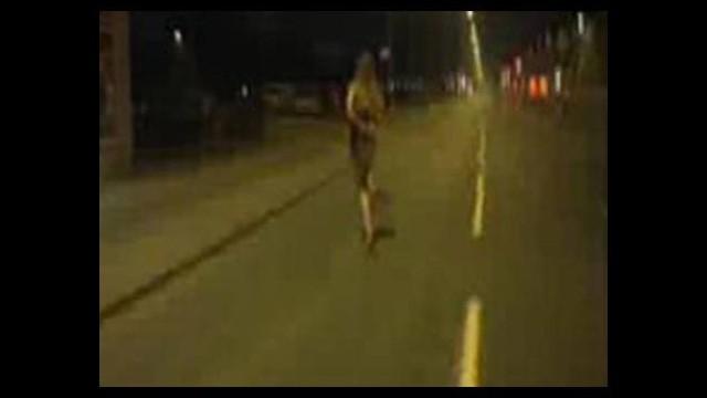 Sokakta çırılçıplak dolaştı! Nedeni çok ilginç...