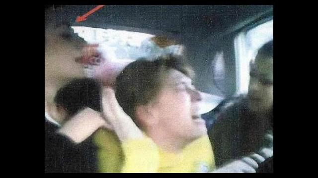 Üniversiteli kızlar arkadaşlarını taksiye bindirip dövdü!