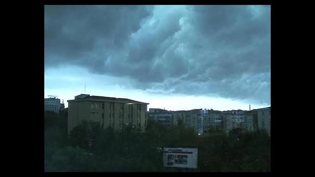 İstanbul'da fırtına başladı!