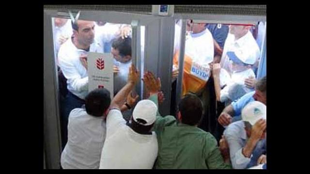Bankada Erdoğan izdihamı