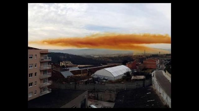 Tüm şehri bir anda turuncu toz bulutu sardı!