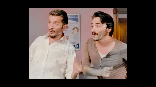 Ahmet Ve Murat'tan Doktorun Ofisinde Dans Şov!