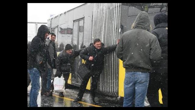 İstanbul'da kar kabusu hayatı felç etti!