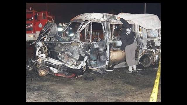 Minibüsle çarpışan otomobilin LPG tankı patladı