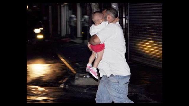 Bebekleriyle olayların ortasında kaldılar