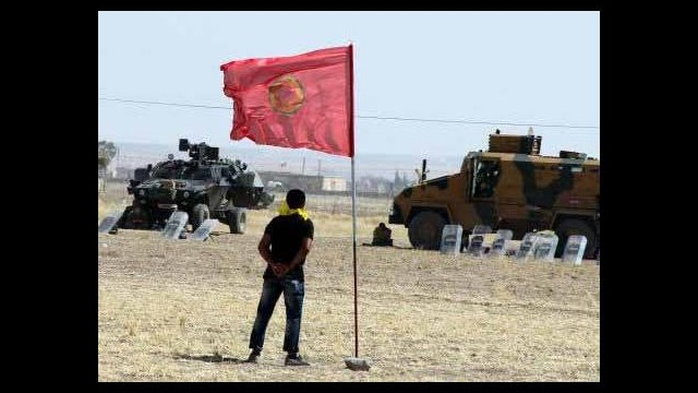 Sınıra PKK bayrağı astılar!