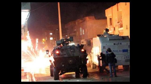 PKK'lılar yol kesti!
