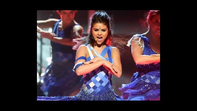 İşte Selena'nın 'Mavili' Performansı