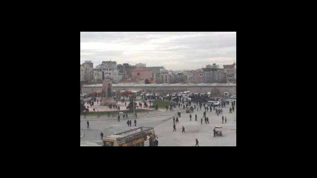 Taksim Meydanı'nda polis noktasına silahlı saldırı!