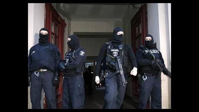 Avrupa alarmda! İki Türk tutuklandı