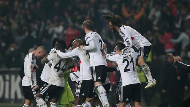 Beşiktaş'ın yıldızı Kuyt'ın yanına gidiyor
