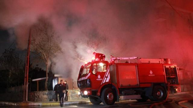 Park içindeki kafeterya alev alev yandı!