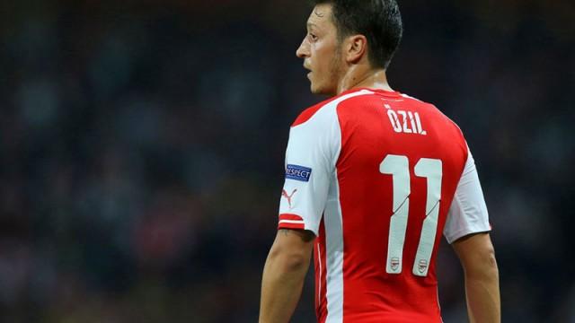 Mesut Özil'den eleştirilere yanıt!