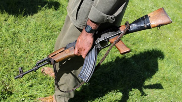 Sınırdaki askerlere kaleşnikoflu saldırı
