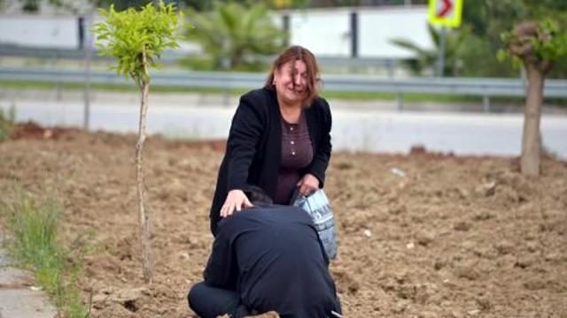 Ölen akrabasını kocası sanınca gözyaşlarına boğuldu