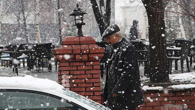 Lapa lapa kar yağdı!