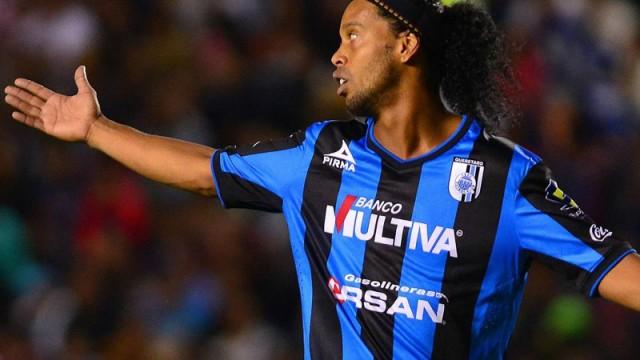 Ronaldinho oyundan alınınca çıldırdı!