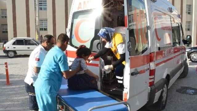 Yüzlerce öğrenci ve öğretmen hastaneye kaldırıldı