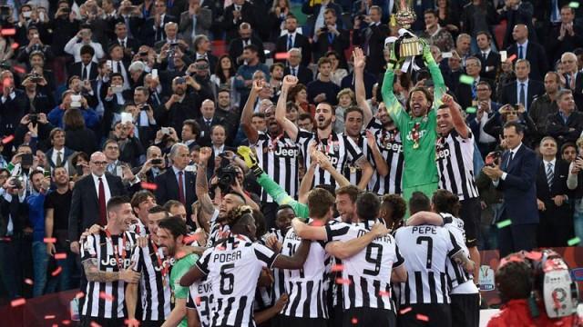 Juventus kupasını kaldırdı!
