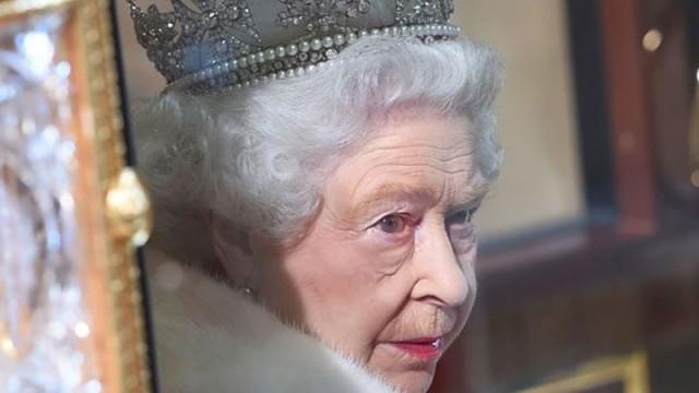 Ve Kraliçe resmen açıkladı