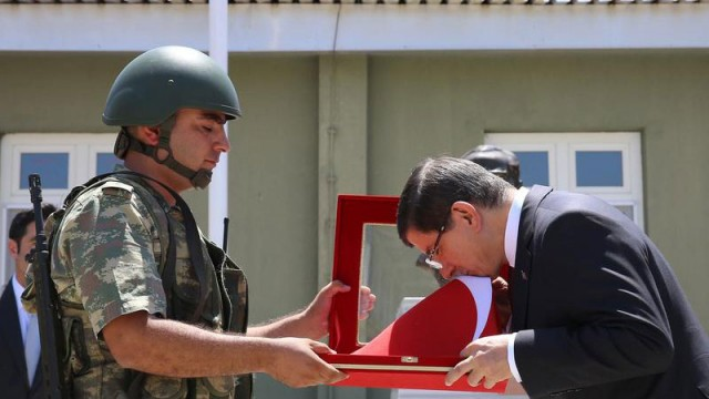Başbakan Davutoğlu sınıra gitti!