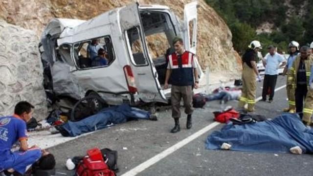 Kaçakları taşıyan araç kaza yaptı: 9 ölü