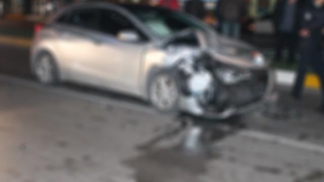 Otomobil kaldırıma çıktı: 5 ölü, 1 yaralı