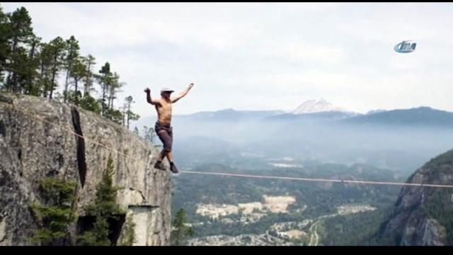 290 metre yükseklikte kemersiz yürüdü