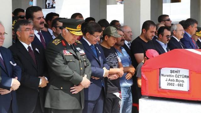 Devletin zirvesi şehidin cenazesinde