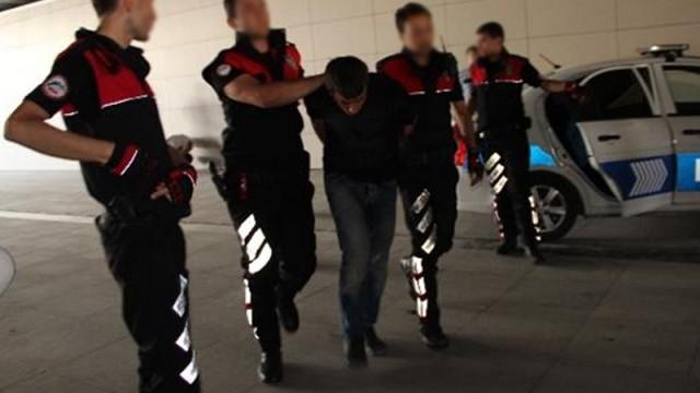 Teröristler silahlarıyla metrobüste yakalandı