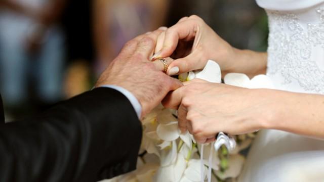 Evlenene 5 bin TL yardım