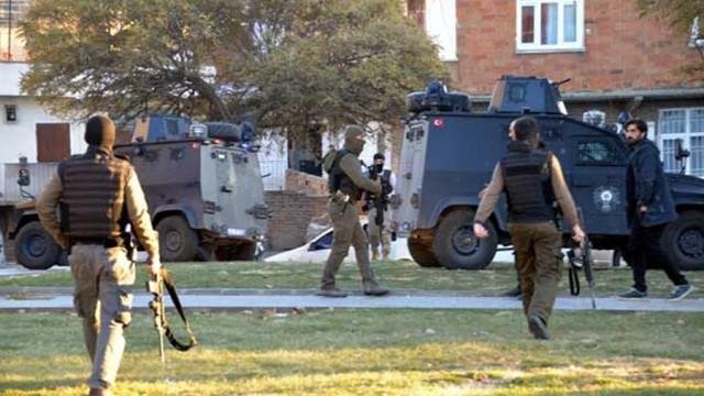 Diyarbakır'da 3 terörist öldürüldü, Cizre'de 1 şehit...