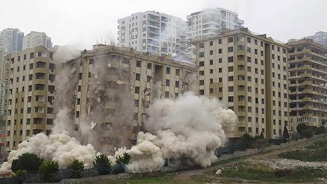 11 katlı bina dinamitlerle yıkılmak istendi ama... O anlar işte böyle kaydedildi!