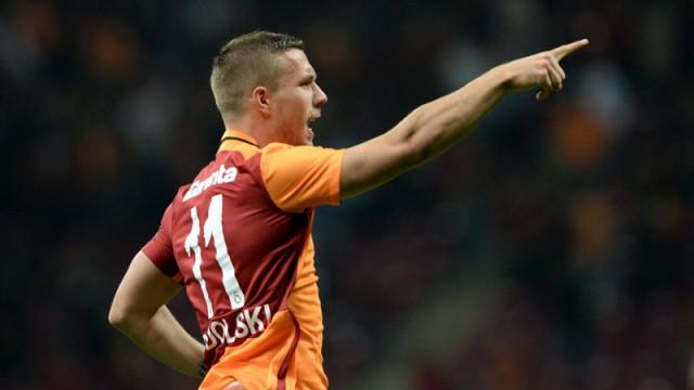 Lukas Podolski'den yönetime ince mesaj!