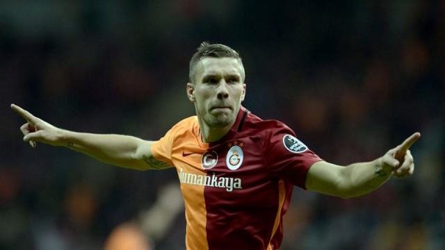 Galatasaray'a Podolski şoku! Almanya'ya döndü...