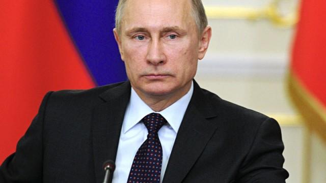 Putin tükürdüğünü yalıyor