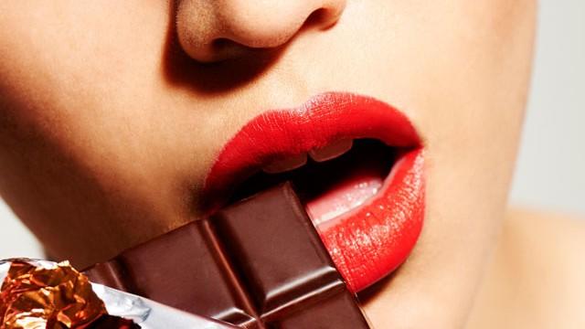 Çikolata bağımlıları eşlerine yalan söylüyor!