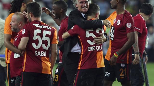 Riekerink'in maaşı Sneijder'in ev kirasından bile az!