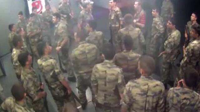 Darbeci askerler Vodafone Arena'da kaybolmuş!