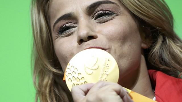 Nazmiye Muratlı'dan altın madalya ve dünya rekoru...